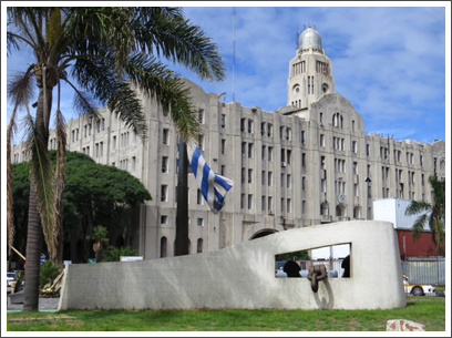 MONTEVIDEO–another fine Art Deco Building